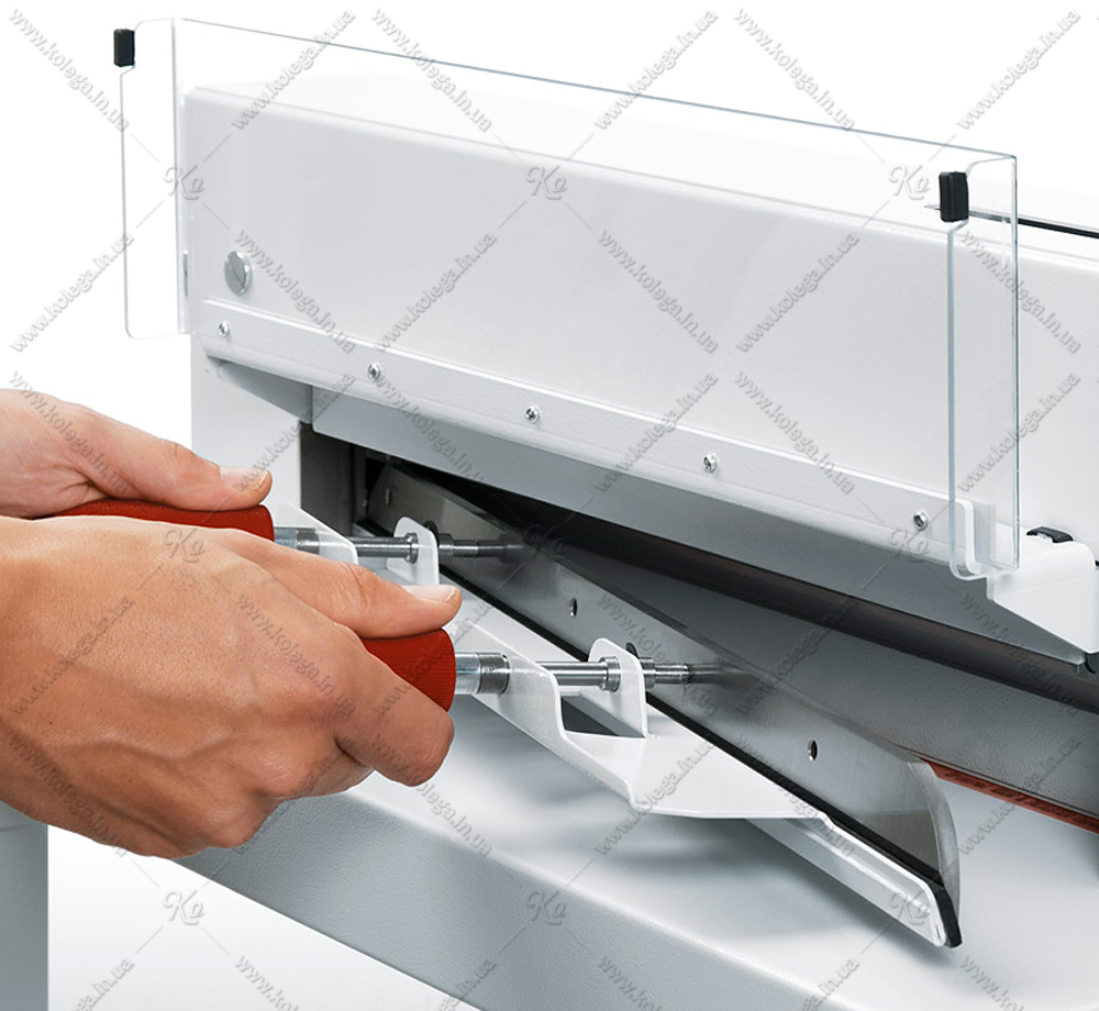 Device for replacing (installing) a guillotine knife EBA3905, EBA4300